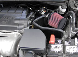 Conduit d'entrée d'air K&N 69-8611TTK installé sur la Toyota Camry 2010 2,5L