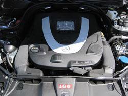 Le filtre à air de remplacement K&N est installé dans les Mercedes-Benz de classe G, classe S, classe R, classes SL et SLK, classes GL et GLK et classe C